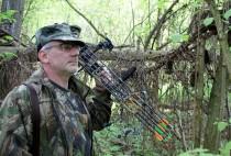 Охотник с блочным луком