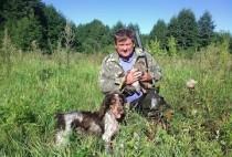 Охотник и собака с добытой уткой