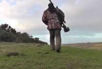 Охотник идет н а охоту на лис с засидки