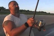 Рыбка со спиннингом