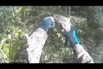 Охотник позирует с добытым рябчиком