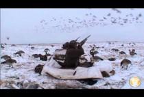 Охотники на гуся на заснеженном поле