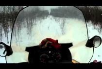 Снегоход в лесу