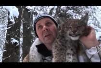 Охотник с рысью на плечах