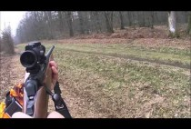 Французский охотник целится в косулю