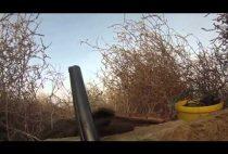 Охотник в засидке поджидает гуся
