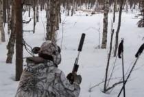 Охотник в камуфляжном костюме