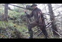 Охотник проверяет капкана
