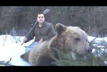 Охотник с добытым медведем