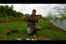 Рыбак с уловом в руках