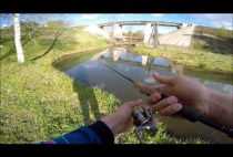 Рыбак с спиннингом