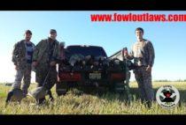Охотники с трофейными гусями