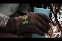 Охотник с чашкой в руке