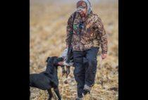 Охотник с уткой и собакой