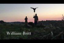 Охотники расставляют чучела гусей