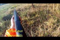 Охотник стреляет в косулю